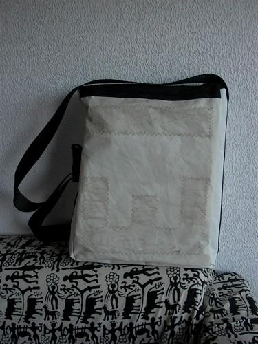 Bolsa de mano con vela reciclada
