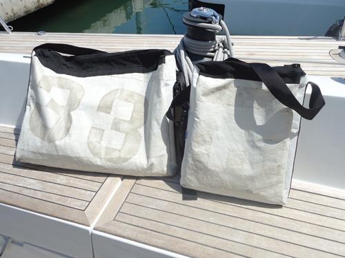 Bolsas de mano con tejido de vela reciclada